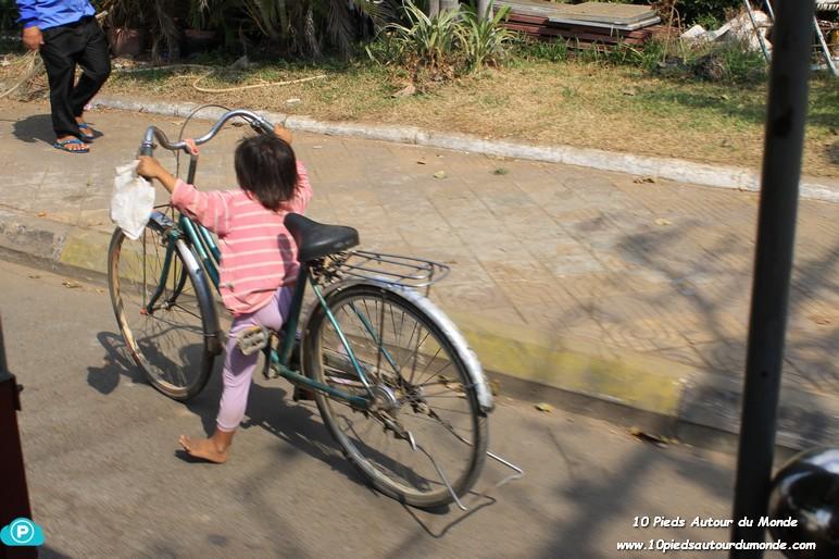Petite fille à (grand) vélo!