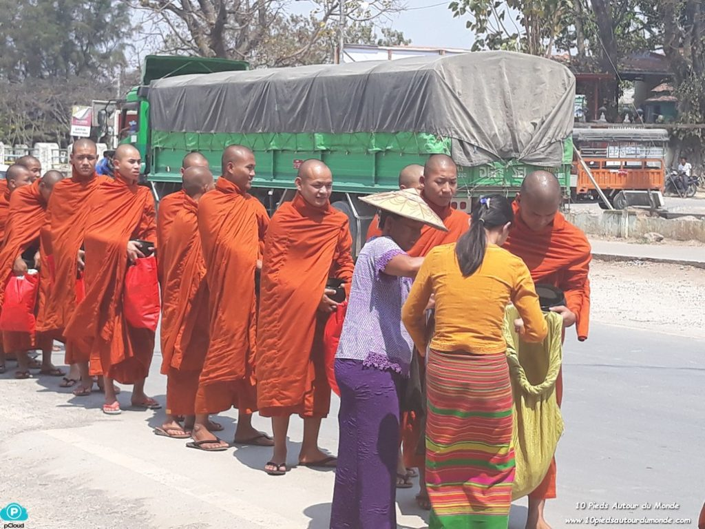 Procession à Nyaung Swhe