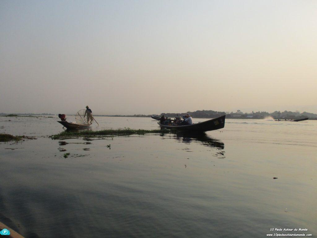 Journée sur le lac Inlé - pose pour les chinois!