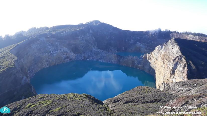 Kelimutu lac bleu foncé