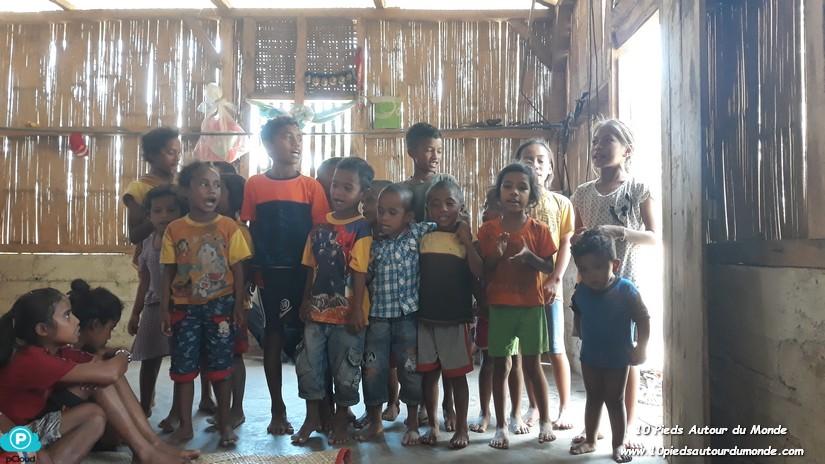 Chants et jeux avec les enfants